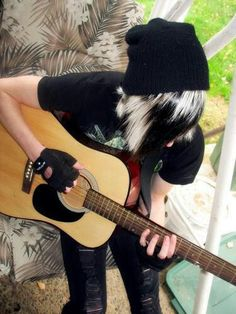 I might love scene and emo guys but I also love the ones who can play guitar and ones who expresses themselves