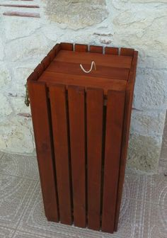 Wooden trush bucket