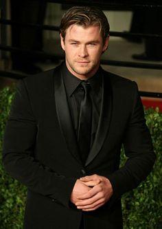 Chris Hemsworth ♥ all black tux Black Shirt Black Tie, All Black Tuxedo, All Black Suit, Black Suit Wedding, Wedding Suits, Wedding Tuxedos, Tuxedo For Men, White Tuxedo, Tuxedo Suit