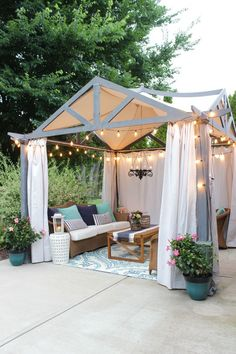 Show Up The Charm Of Your Pergola With Easy Outdoor Decor diy projects Summer is coming. The time of being outdoors. Spend your Saturday mornings in the garden and mowing the lawn before the sun gets too hot. Host the par. Pergola Kits, Outdoor Rooms, Small Backyard, Outdoor Decor, Outdoor Inspirations, Diy Outdoor Decor, Basement Makeover, Backyard Lighting, Backyard Dining