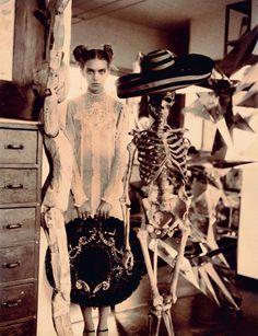 """La fotógrafa #WendyBevan bajo el título de """"Latin Lover"""" retrata a la modelo #EmilySenko convertida en #FridaKahlo para Marie Claire Italia Marzo 2011 http://www.styleite.com/media/happy-birthday-frida-kahlo-fashion-editorials/#4"""