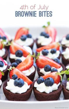 of July Brownie Bites – easy memorial day dessert recipe ideas (holiday recipes of july) Patriotic Desserts, 4th Of July Desserts, Fourth Of July Food, Holiday Desserts, Just Desserts, Holiday Recipes, Patriotic Party, Small Desserts, Fourth Of July Recipes