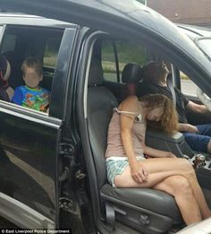 Police in East Liverpool, Ohio, shared this image showing Rhonda Pasek and James Acord passed out in their car with the woman's son child in the backseat after a suspected heroin overdose. Police Post, East Liverpool, 4 Year Old Boy, Today In History, Bus Driver, 4 Year Olds, Over Dose, Old Boys, First Photo