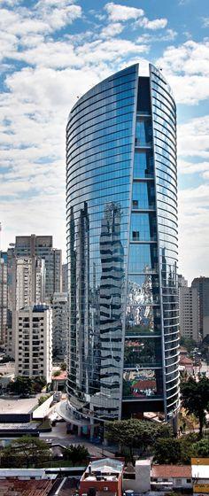 Infinity Tower, localizada no distrito financeiro de São Paulo, no Itaim Bibi. #sãopaulo #sp #arquitetura