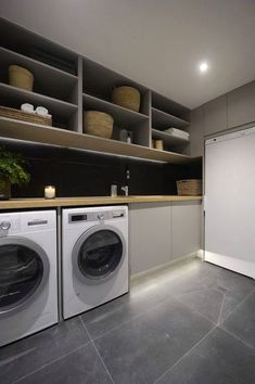 Waschküche, hohe Regale, Waschmaschine und Trockner ausstatten tips tips and tricks tips for big families tips for hard water tips for towels Modern Laundry Rooms, Farmhouse Laundry Room, Modern Room, Washroom Design, Laundry Room Design, Interior Design Living Room, Living Room Designs, Küchen Design, House Design