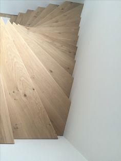 Massief eiken z trap met dubbele draai #eikentrap