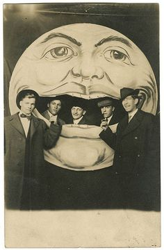 I enjoy that the moon has crazy eyebrows. If I was wealthy I would collect at any cost one of these old moons! Moon Face, Moon Photos, Moon Images, Paper Moon, Vintage Images, Vintage Photographs, Old Pictures, Photo Booth, Crazy Eyebrows
