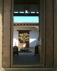The main entrance leadng to the courtyard.