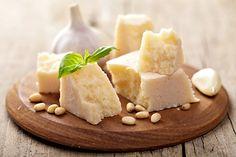 Vyrobte si doma sýr ze čtyř ingrediencí, který si pak můžete ještě ochutit podle sebe, například ořechy, mletou sladkou paprikou, česnekem, bylinkami ....