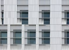 Voxman Music Building: A Big Building for Musical Performance at the University of Iowa Iowa, Cladding Materials, Big Building, Building Facade, Music School, Facade Design, Facade Architecture, Architect Design, Beautiful Buildings
