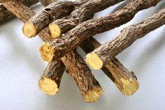 Quelques racines de réglisse et une cuillère à soupe de plantain dans une tasse d'eau chaude, c'est un remède très efficace pour dépurer et prendre soin du pancréas.