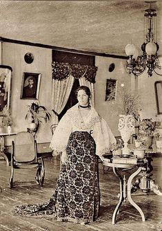 Timeless beauty: Twelve historic photos of charming Filipinas Philippines Fashion, Philippines Culture, Historical Women, Historical Photos, Modern Filipiniana Dress, Filipino Fashion, Philippine Women, Asian History, British History