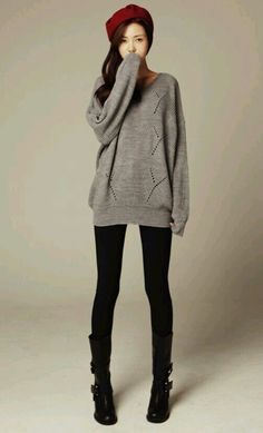 Fall / winter outfit. Grey oversized sweater, black tights, black boots