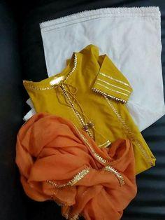Stylish Dress Designs, Stylish Dresses For Girls, Designs For Dresses, Simple Pakistani Dresses, Pakistani Dress Design, Frock Fashion, Fashion Dresses, 70s Fashion, Winter Fashion