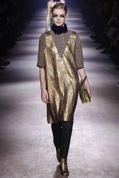 d71b5ac6079119 Dries Van Noten Fall 2016 Ready-to-Wear Fashion Show
