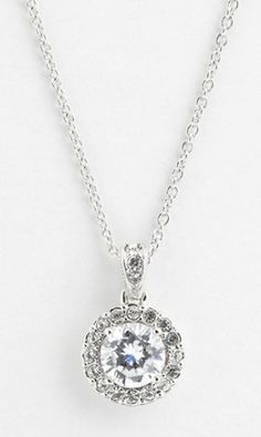 pretty pendant necklace  http://rstyle.me/n/m9ey6pdpe