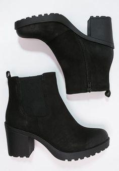 Shoes Vagabond GRACE - platform ankle boots - black S .- Schuhe Vagabond GRACE – Stiefeletten mit Plateau – schwarz Schwarz: € … – Beauty Tips & Tricks Shoes Vagabond GRACE – ankle boots with platform – black black: € … - Black Ankle Boots, Heeled Boots, Shoe Boots, Black Winter Boots, Winter Shoes For Women, Shoes 2018, Prom Shoes, Trendy Shoes, Cute Shoes