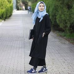 Heyyyooo good evening en When spring is coming, you will find this beautiful . Heyyyooo good evening 😍 When spring is coming, I couldn& go without recommending you this beautiful, beautiful feraceli pants suit. Abaya Fashion, Muslim Fashion, Modest Fashion, Fashion Outfits, Casual Hijab Outfit, Hijab Chic, How To Wear Hijab, Muslim Beauty, Hijab Fashion Inspiration