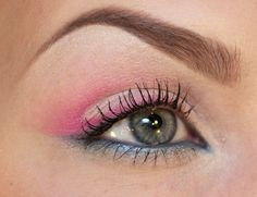 Love this 80's inspired eye make-up with pink & blue!