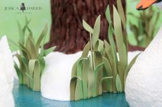 How to make fondant grass stand up and follow a curve.