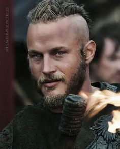 Travis Fimmel, actor of the Vikings series, Discover in this article the truth … – Norse Mythology-Vikings-Tattoo Travis Vikings, Vikings Travis Fimmel, Vikings Tv Series, Vikings Tv Show, Viking Warrior, Viking Woman, Vikings Season 1, Viking Berserker, King Ragnar Lothbrok