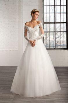 https://flic.kr/p/BfDnkw   Trouwjurken   Trouwjurken vintage, Moderne Trouwjurken, Korte trouwjurken, Avondjurken, Wedding Dress, Wedding Dresses   www.popo-shoes.nl