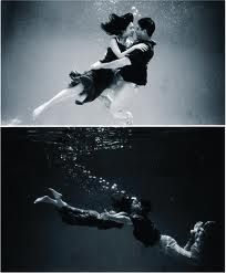 Remember the Underwater Trash The Dress Post? Here are some fun Underwater Engagement Photos from Style Me Pretty! Photography Contests, Photography Camera, Photography Projects, Dance Photography, Underwater Photography, Couple Photography, Street Photography, Landscape Photography, Photography Ideas
