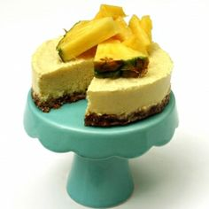 Coconut and pineapple cheesecake made light and healthy. This is raw, vegan, sugarfree & glutenfree.