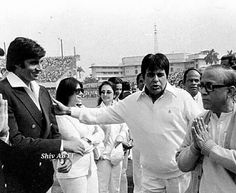 Vintage Bollywood, Indian Bollywood, Old Film Stars, Film Icon, History Timeline, Amitabh Bachchan, Old World Charm, Interesting History, Hindi Movies
