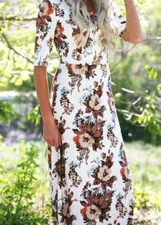 This wonderful maxi dress has a beautiful floral print and is simple shape is flattering and comfortable for everyone and is definitely one of our summer must haves. Fit: Use Woven Size Chart, click here for size chart Total Length: XS-S 55 , M-L 55.5 ,
