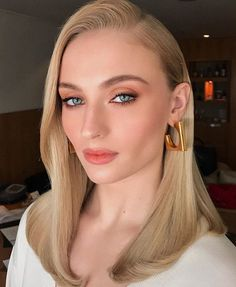 Sophie Turner by Hung Vanngo at the CCXP in Brazil, 2018 Sophie Turner, Beauty Makeup, Hair Makeup, Hair Beauty, Makeup Bags, Beauty Bar, Bridal Makeup, Wedding Makeup, Khal Drogo