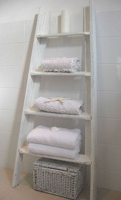 What a clever way to repurpose an old ladder that may be missing a rung, not quite level, not tall enough. I should save the pull-down ladder in the garage (when I get it replaced) Old Ladder, Home And Deco, My New Room, Home Interior, Bathroom Interior, Diy Furniture, Furniture Plans, Repurposed, Diy Home Decor