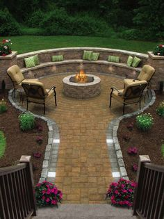 Attractive 35 Beautiful Chic Backyard Ideas With Fire Pits