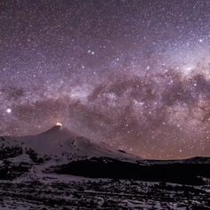 Milky Way timelapse video. Galaxy, space, night sky astronomie Milky Way timelapse Beautiful Sky, Beautiful Landscapes, Beautiful World, Wallpaper World, Galaxy Wallpaper, Cosmos, Space And Astronomy, Space Planets, Astronomy Stars