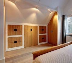 Handige kastenwand voor onder een schuin dak.. Home Interior Design, New Homes, Loft Conversion, Attic Rooms, Closet Designs, Home, Bedroom Inspirations, Home Deco, Bedroom Design