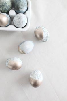 DIY Gold-Dipped Marble Eggs