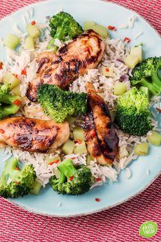 Recept voor aziatische kip met rijst en broccoli / sojasaus / sesamolie / chicken / rode peper / rijst / rice / rode ui / pittig / pikant #hellofresh #maaltijdbox #recept #recepten #avondmaal #lekker #tasty #best #recipe #chicken #kip #asian #aziatisch #pikant #pittig #broccoli Sushi Bowl, Fancy Drinks, Poke Bowl, Cooking Recipes, Healthy Recipes, 30 Minute Meals, Food Inspiration, Risotto, Curry