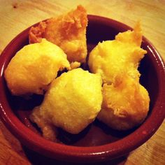 With the coming of Lent, it's time to eat allkinds ofbunyols[fritters]: bunyols de l'Empordà,bunyols de vent andfritters with custard or chocolate fillings as well. And for those who prefer a salty taste, we suggest trying bunyols de bacallà [salt cod fritters]. As tradition dictates, one of our classic Lent dishes isbacallà [cod]! Combine both traditional dishes with this recipe: BUNYOLS DE BACALLÀ / Salt cod fritters Ingredients (serves 4) 250 … Time To Eat, Lent, Cooking Classes, Fritters, Custard, Cornbread, Cod, Dishes, Traditional
