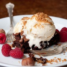 Hazelnut brownie sundae with homemade ice cream. Might have to make this for the boyfriend on Valentine's Day :)