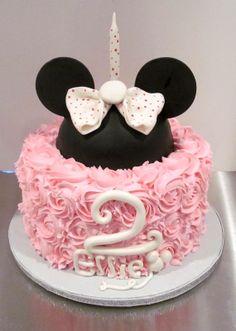 Minnie Mouse Cake www.milkandhoneycakery.com