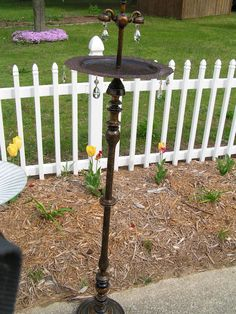 diy lamp bird bath Informations About diy lamp bird Diy Bird Bath, Old Lamps, Garden Crafts, Garden Ideas, Backyard Ideas, Patio, Back To Nature, Lamp Bases, Yard Art