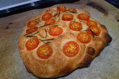 Focaccia mit Cherrytomaten an Basilikum Öl Pepperoni, Pizza, Bread, Baking, Desserts, Foodies, Recipies, Tailgate Desserts, Deserts