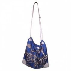 8a1a70d67ed6 This 40 cm Hermes bag is constructed of silk Beautiful blue white scarf and  Barenia