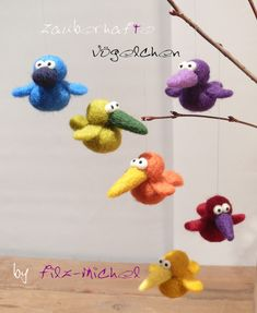 Monster & Animals – charming little birds in favorite colors, hand-felted – a desi … - Do It Yourself And Crafts Fleece Crafts, Yarn Crafts, Felt Crafts, Needle Felted Animals, Felt Animals, Desi, Yarn Needle, Needle Felting, Felt Puppets