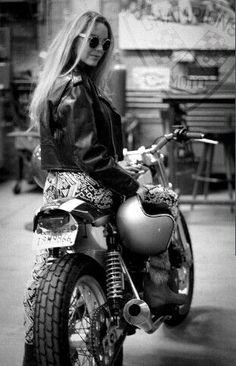 hete biker meisje