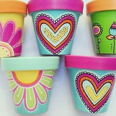 These are so pretty! Flower Pot Art, Flower Pot Design, Clay Flower Pots, Flower Pot Crafts, Clay Pots, Clay Pot Projects, Clay Pot Crafts, Painted Plant Pots, Painted Flower Pots