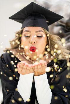 7 Simple Ideas That Can Spice Up Your Graduation Photoshoot RTW Photography Nursing Graduation Pictures, Graduation Picture Poses, College Graduation Pictures, Graduation Portraits, Graduation Photoshoot, Graduation Photography, Graduation Ideas, Grad Pics, Graduation Outfits