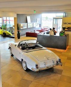V8 Hotel - Rooms for Car Enthusiasts