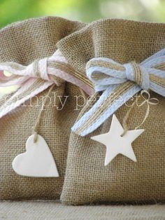 Wedding Favors and Gifts Christening Favors, Baby Baptism, Burlap Crafts, Diy And Crafts, Arts And Crafts, Favor Bags, Gift Bags, Goodie Bags, Baby Shawer