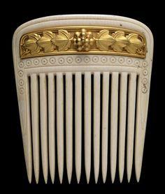 Hair comb by Castellani, 1860-1862. Gold, ivory. Palácio Nacional da Ajuda, Lisboa, Portugal